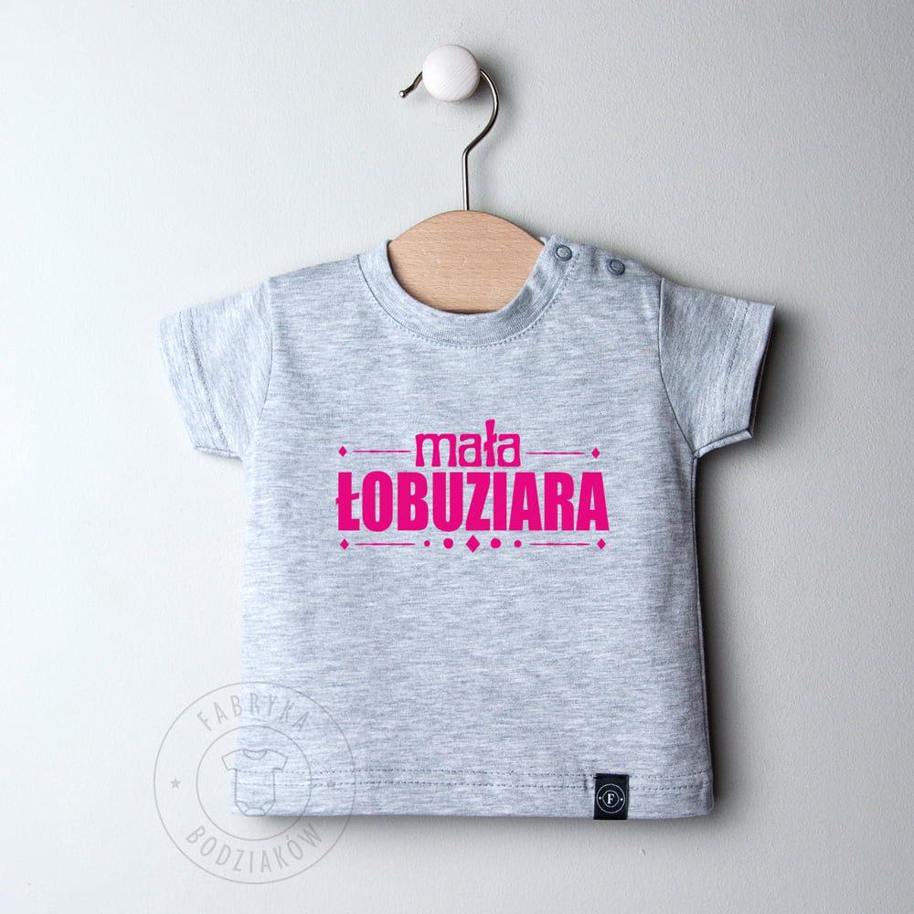 850b2229ef Koszulka z napisem mała Łobuziara - Fabryka Bodziaków