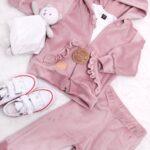 Welurowy dres dla dziewczynki koloru różowego